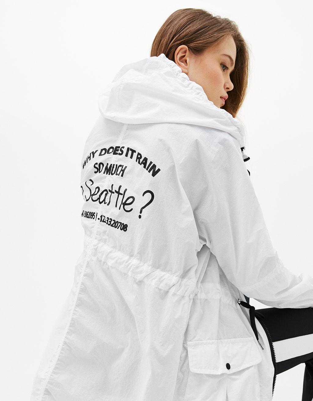 Thin nylon parka with back slogan
