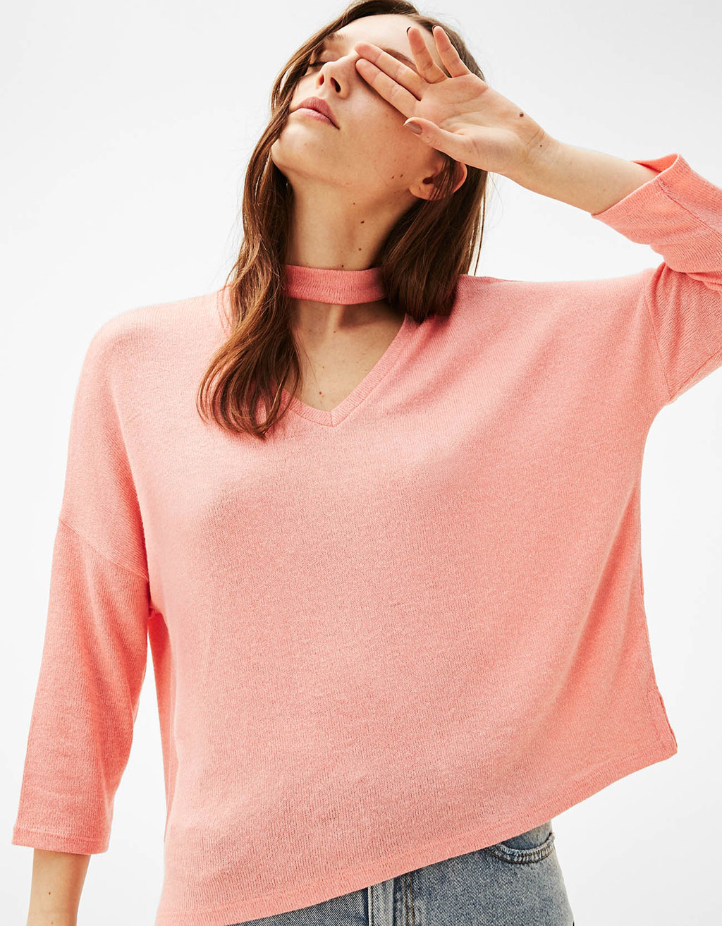 Oversized 3/4 length sleeve sweater with choker necklace