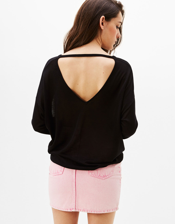 Choker sweater with V-neck back