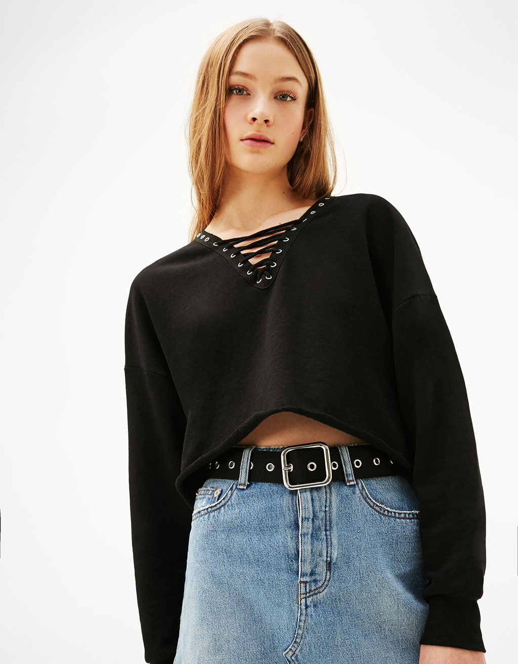 Cropped V-neck sweater with cord on the neckline