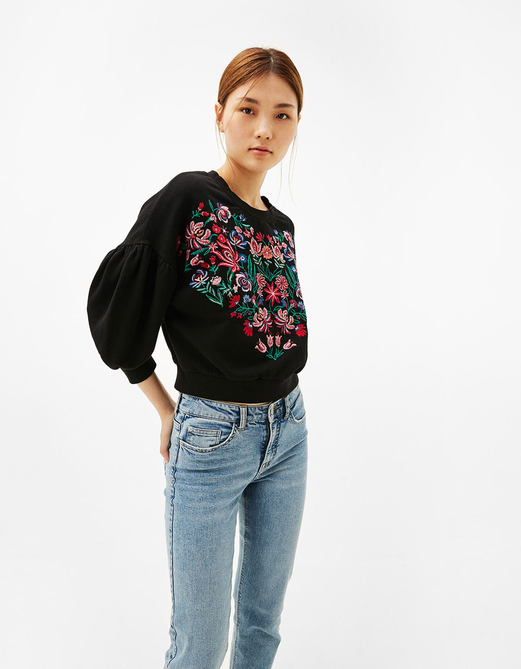 Floral embroidered sweatshirt with full sleeves