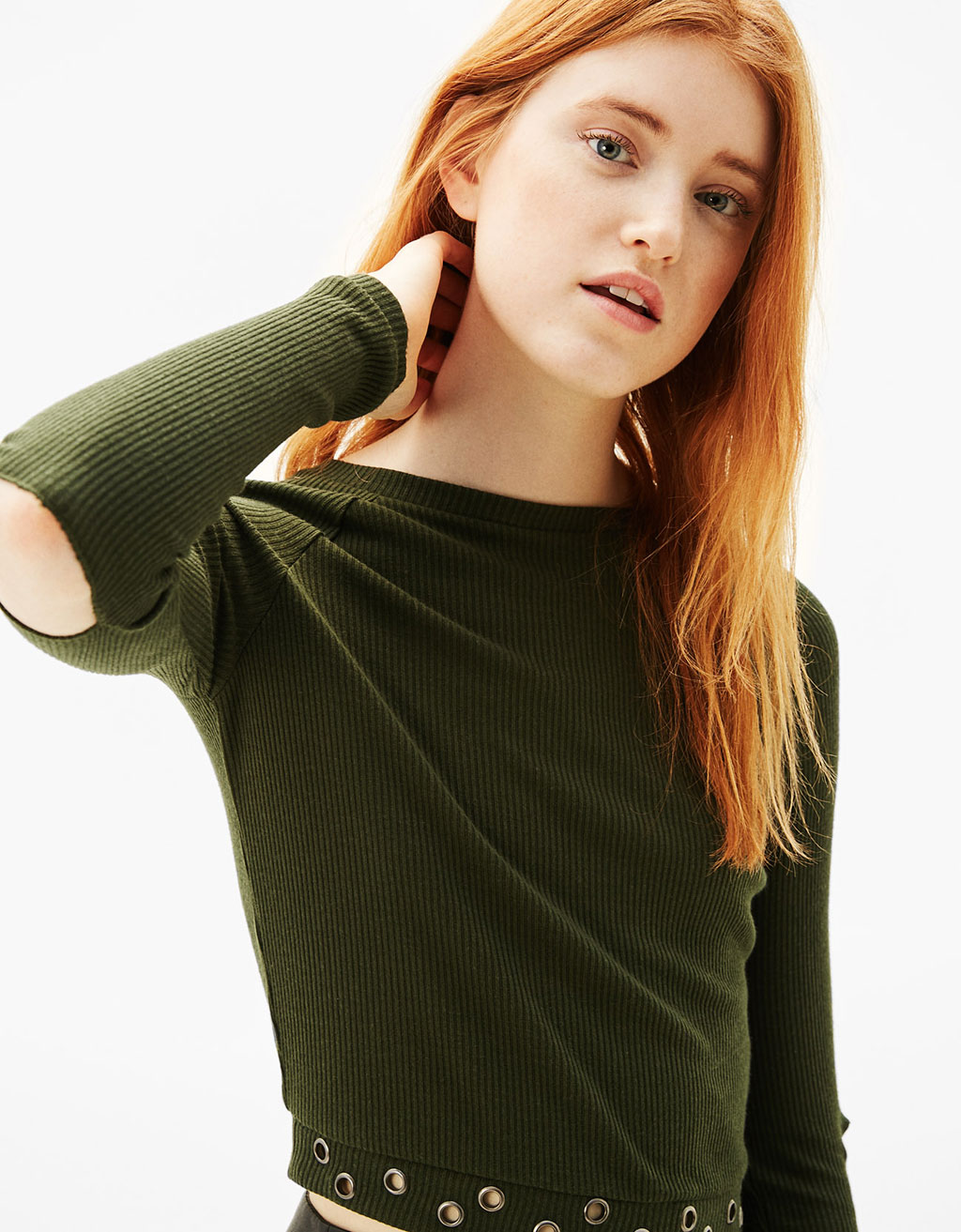 Cropped sweatshirt with buttonholes on sleeves