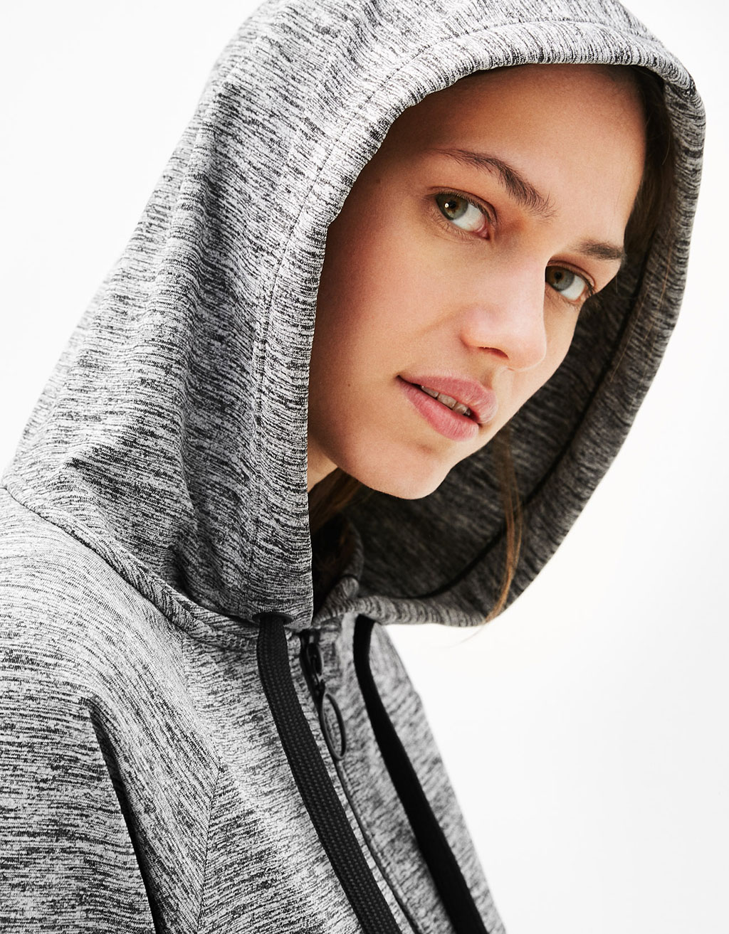 Sport sweater with hood and pockets