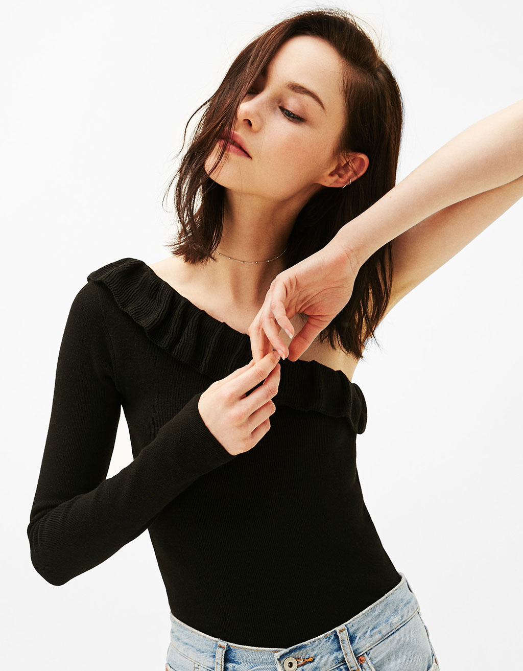 Ribbed asymmetric sweater with frills
