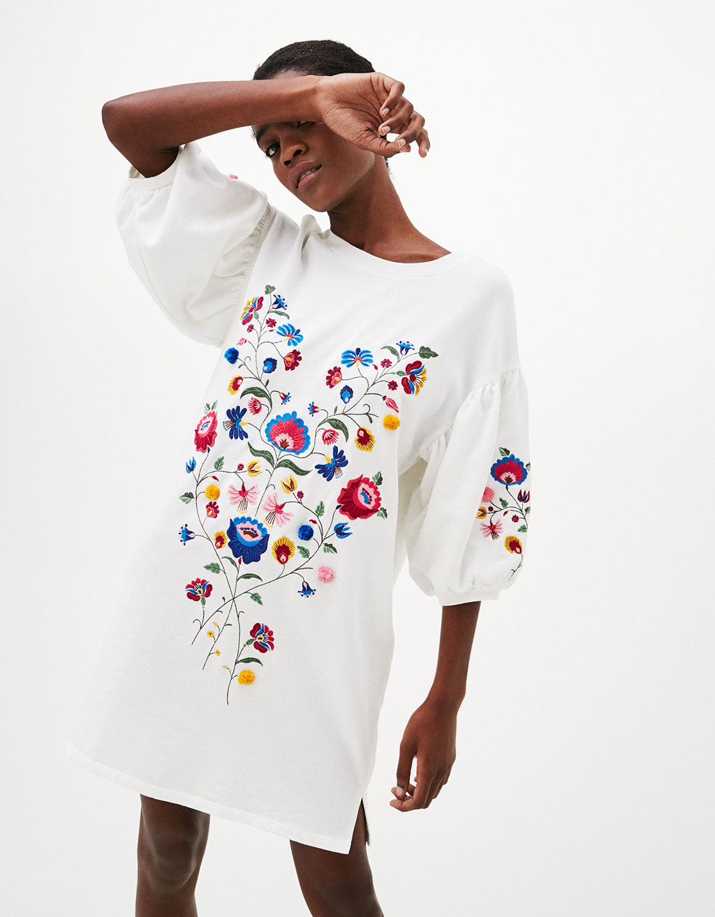 Long full-sleeved sweatshirt with embroidered flowers