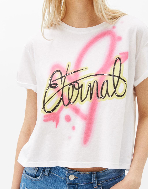 T-Shirt mit Graffiti und Rückenschlitz