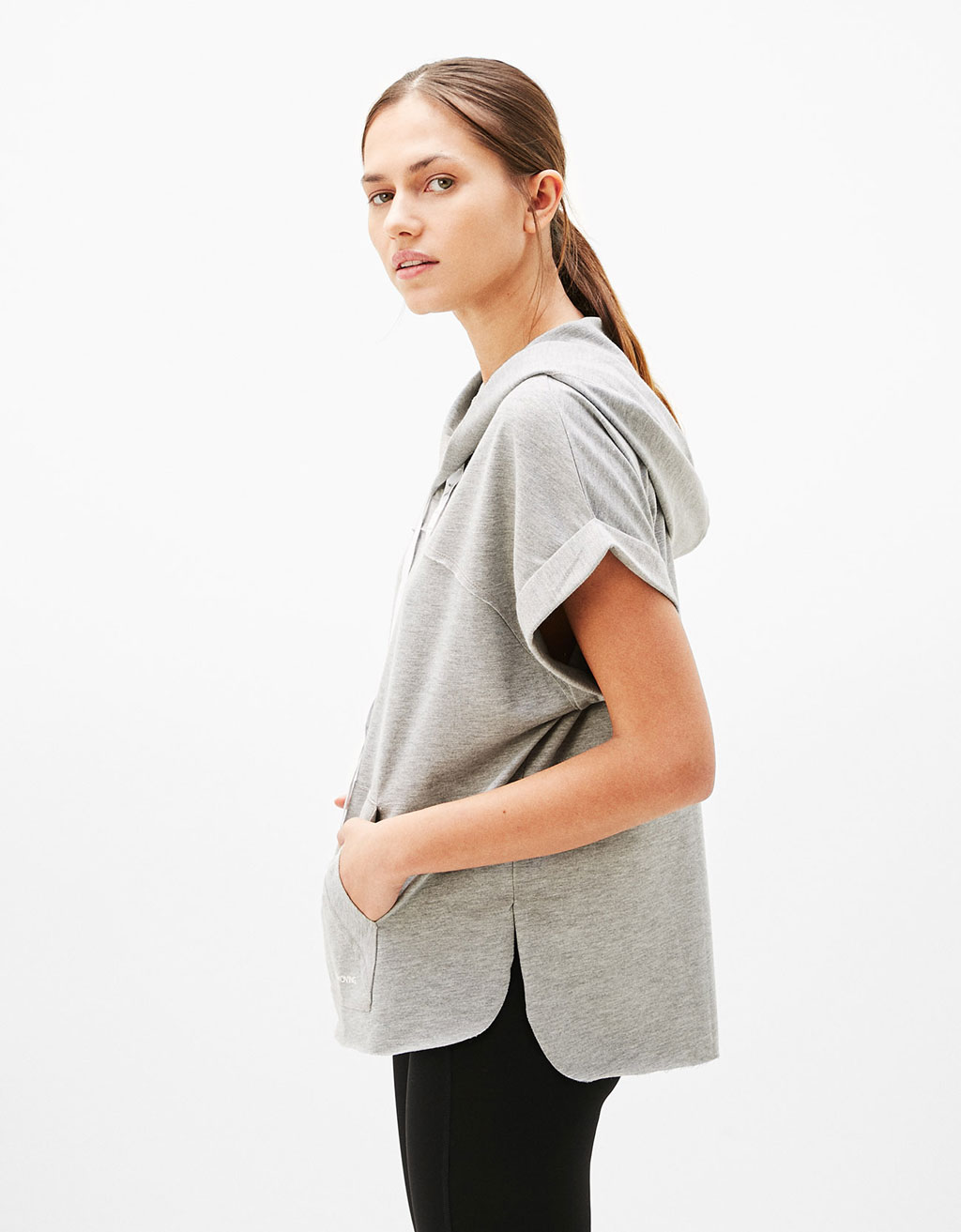 Sport T-shirt with hood and printed lace