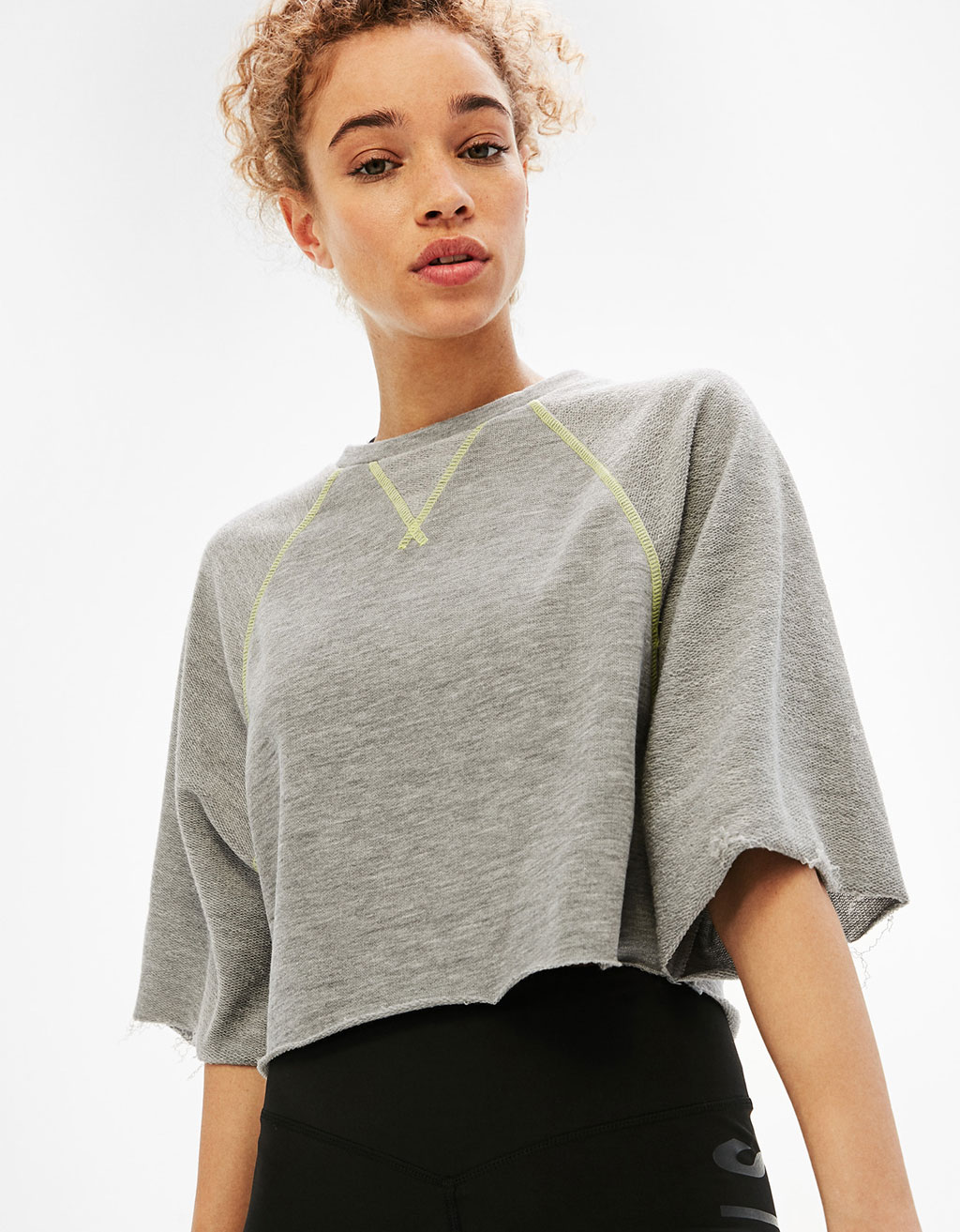 Sports crop top with contrast stitching
