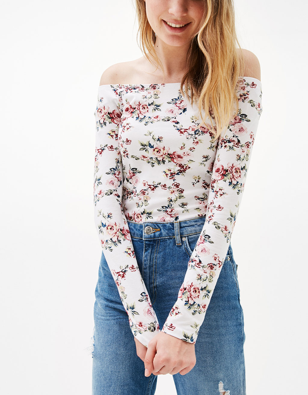 Fitted T-shirt with off-the-shoulder neckline