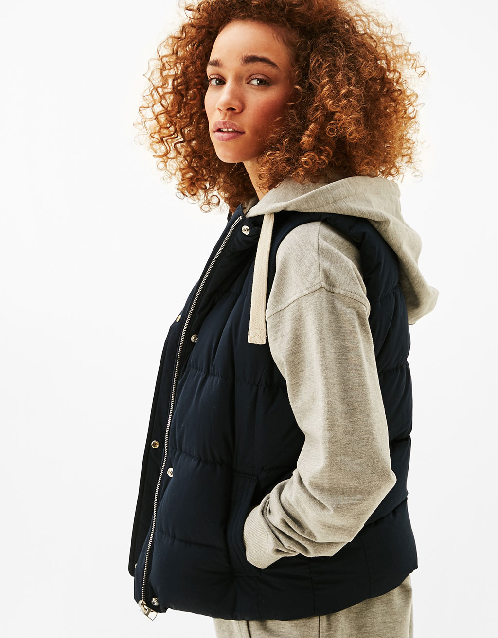 Gilet en nylon à capuche style sweat-shirt