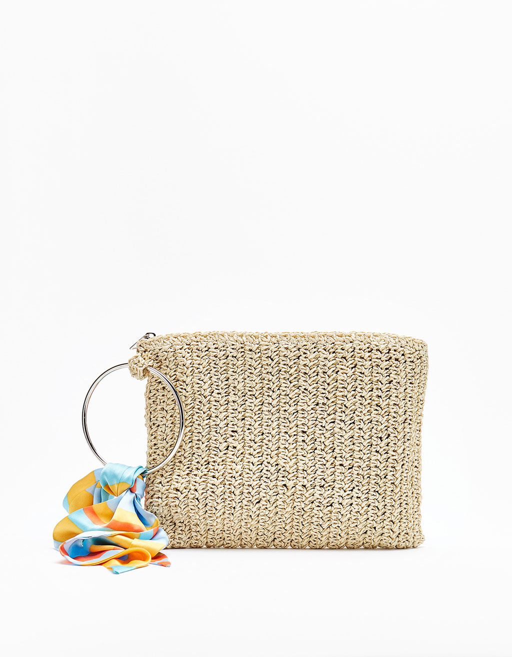 Raffia clutch with a ring