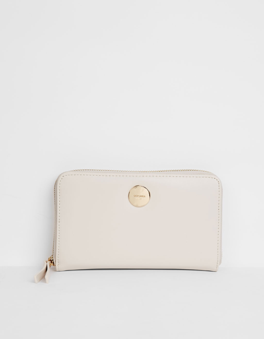 Purse with round stud