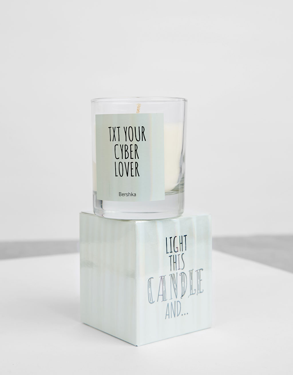 Cyber Lover scented candle 135 gr