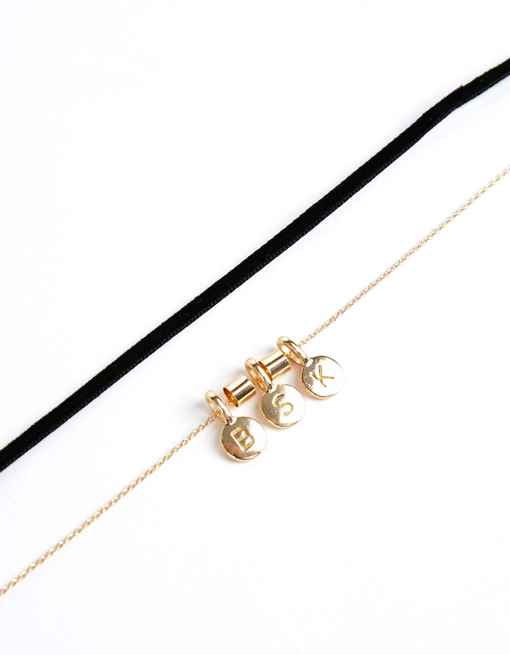 Choker with letters chain