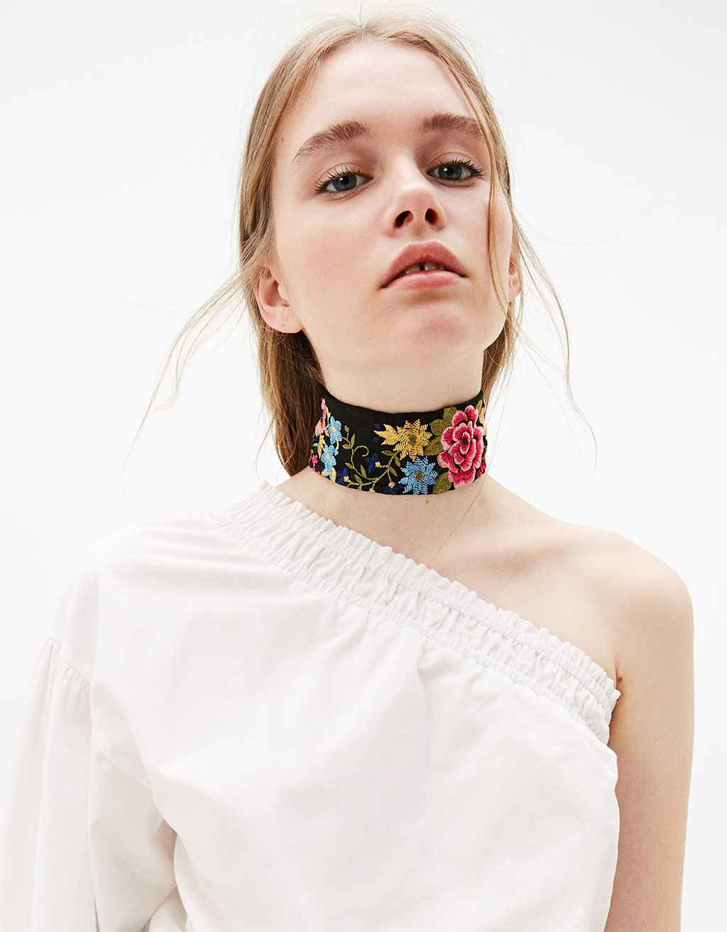 Floral embroidery choker necklace