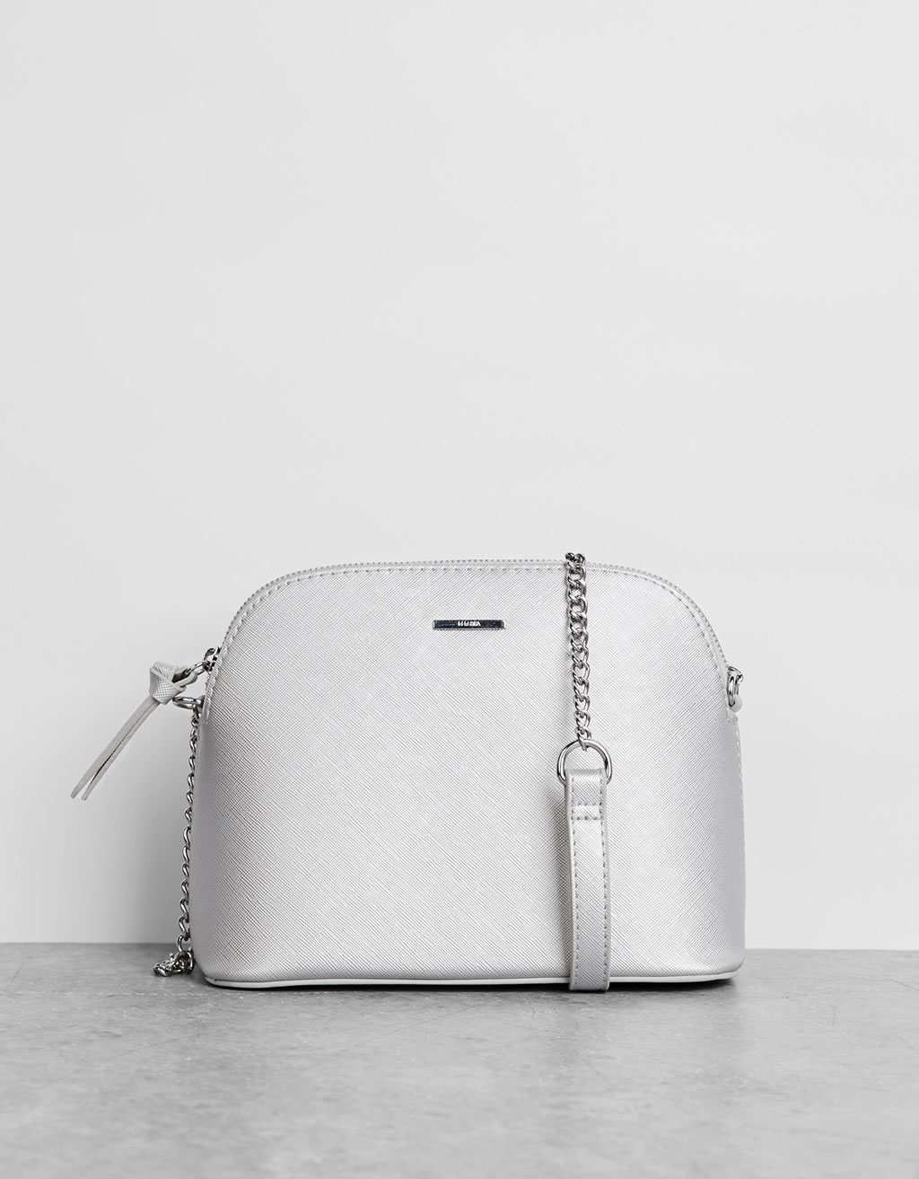 Ladybag with thin chain strap