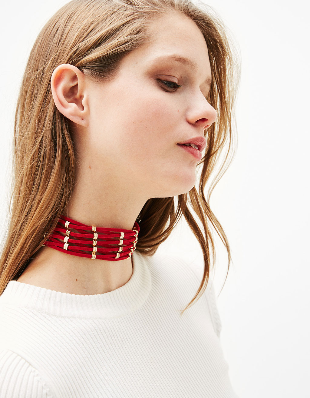 Wide choker with metallic pieces