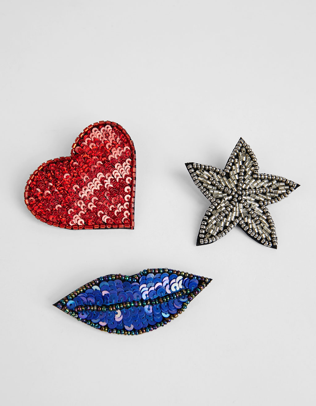 Set of 3 sequinned brooches
