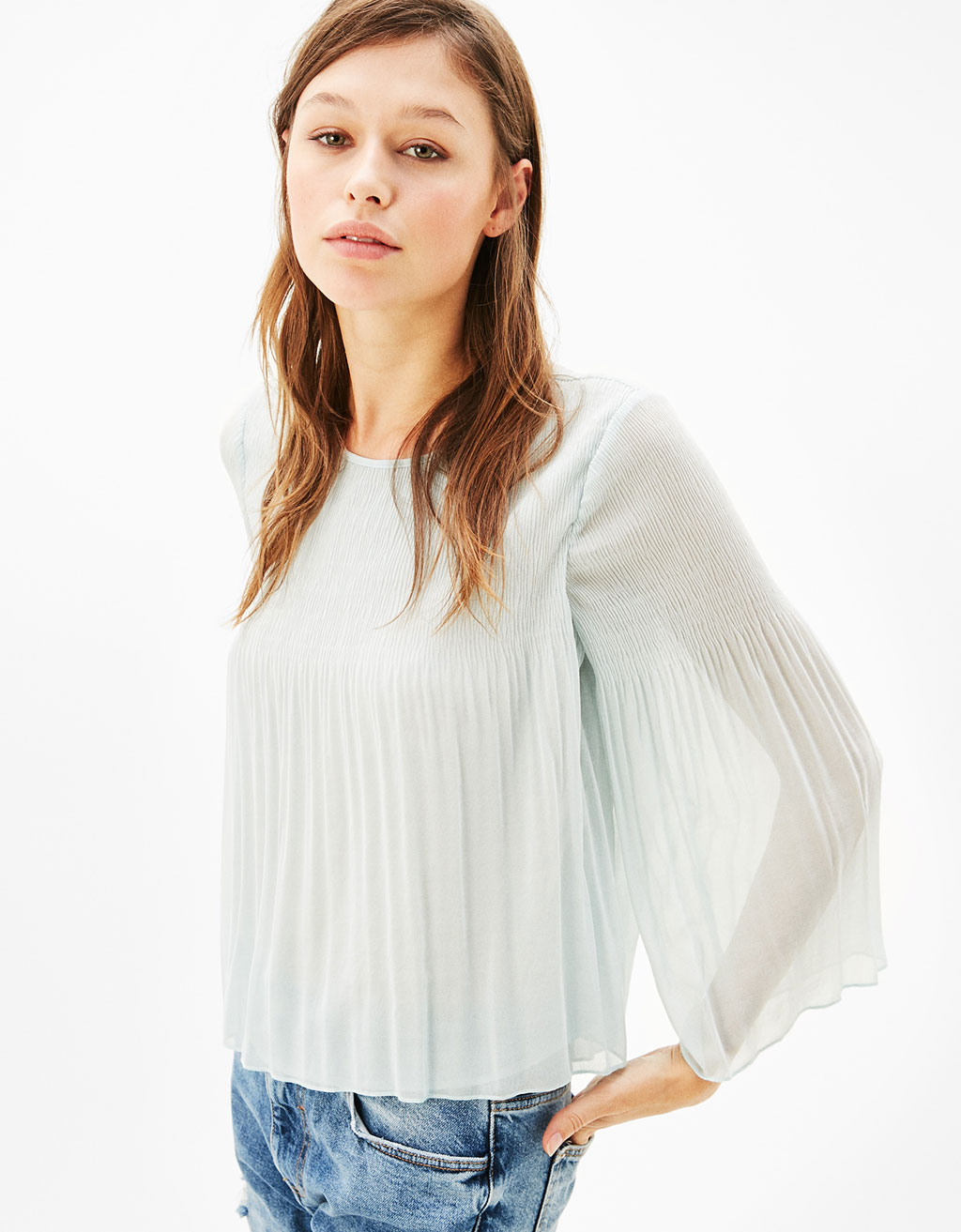 Fine pleats blouse with flared sleeves