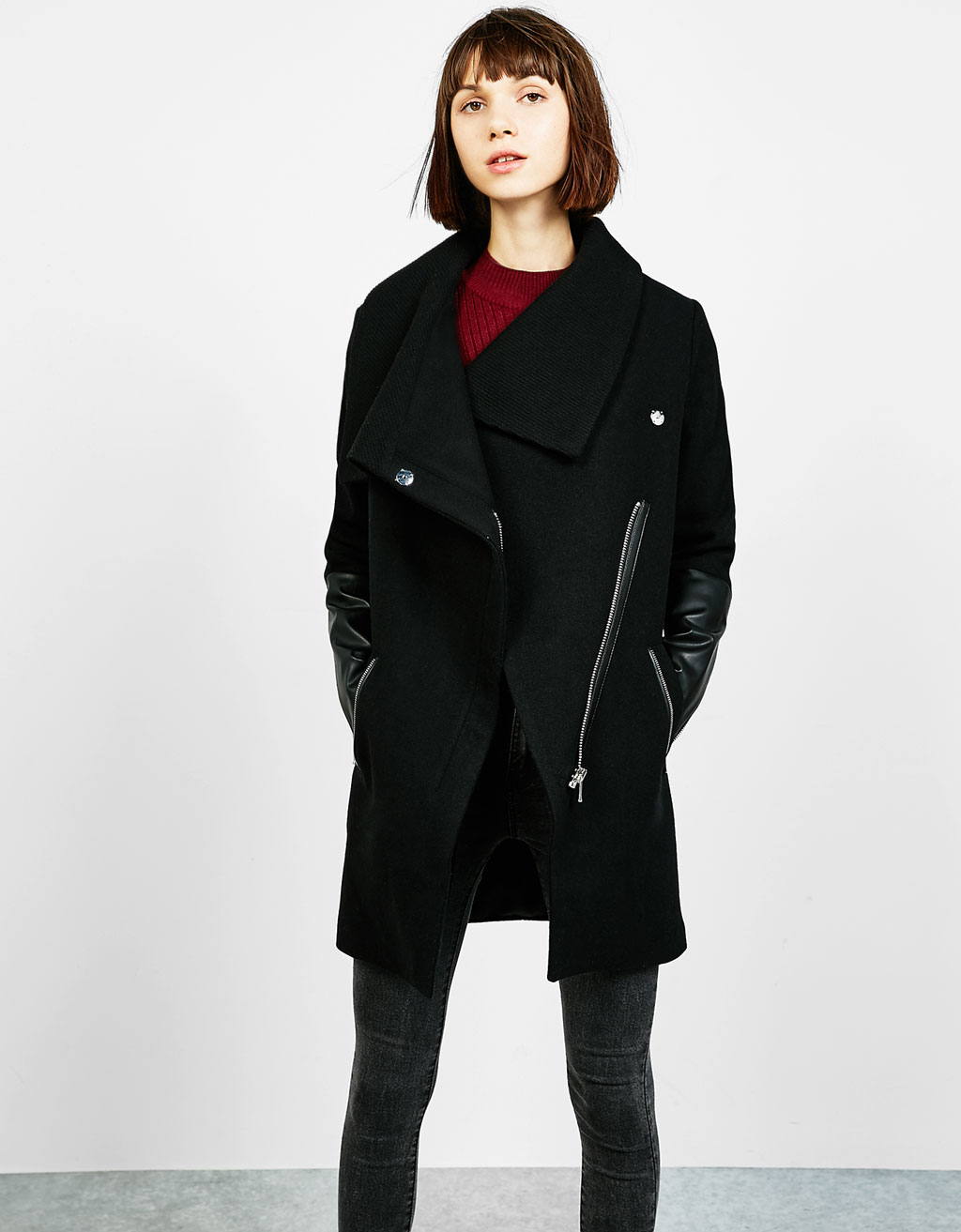 Contrasting wool coat with twill collar