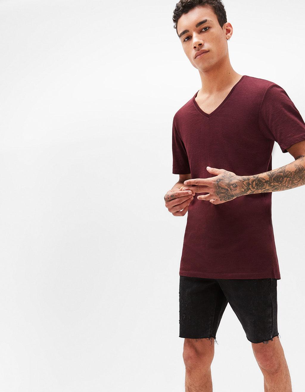 Short sleeved V-neck T-shirt