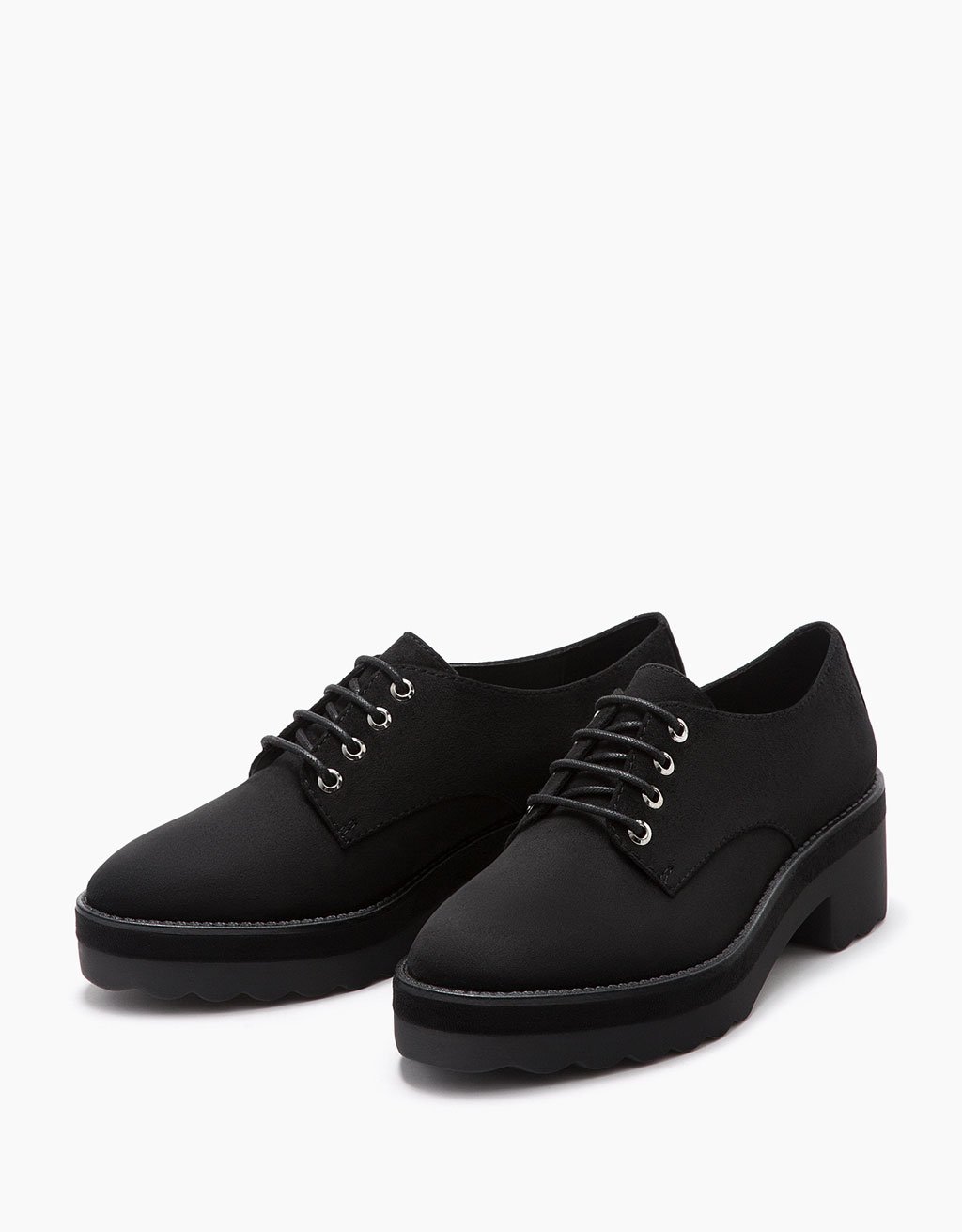 Flat lace-up shoes
