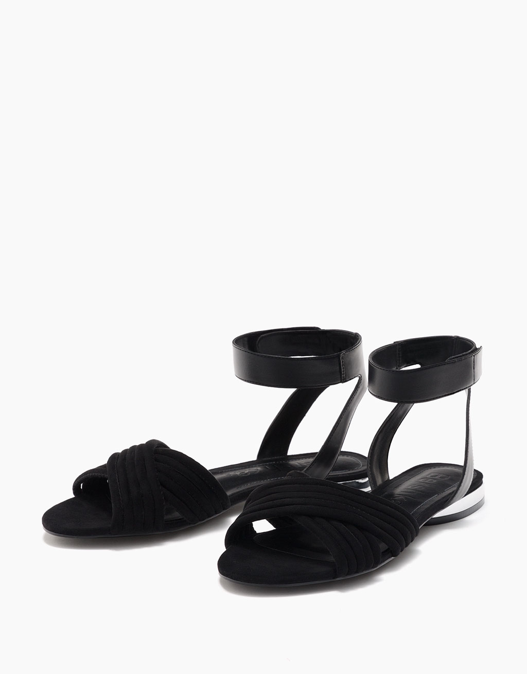 Flat crossover sandals with metallic heel