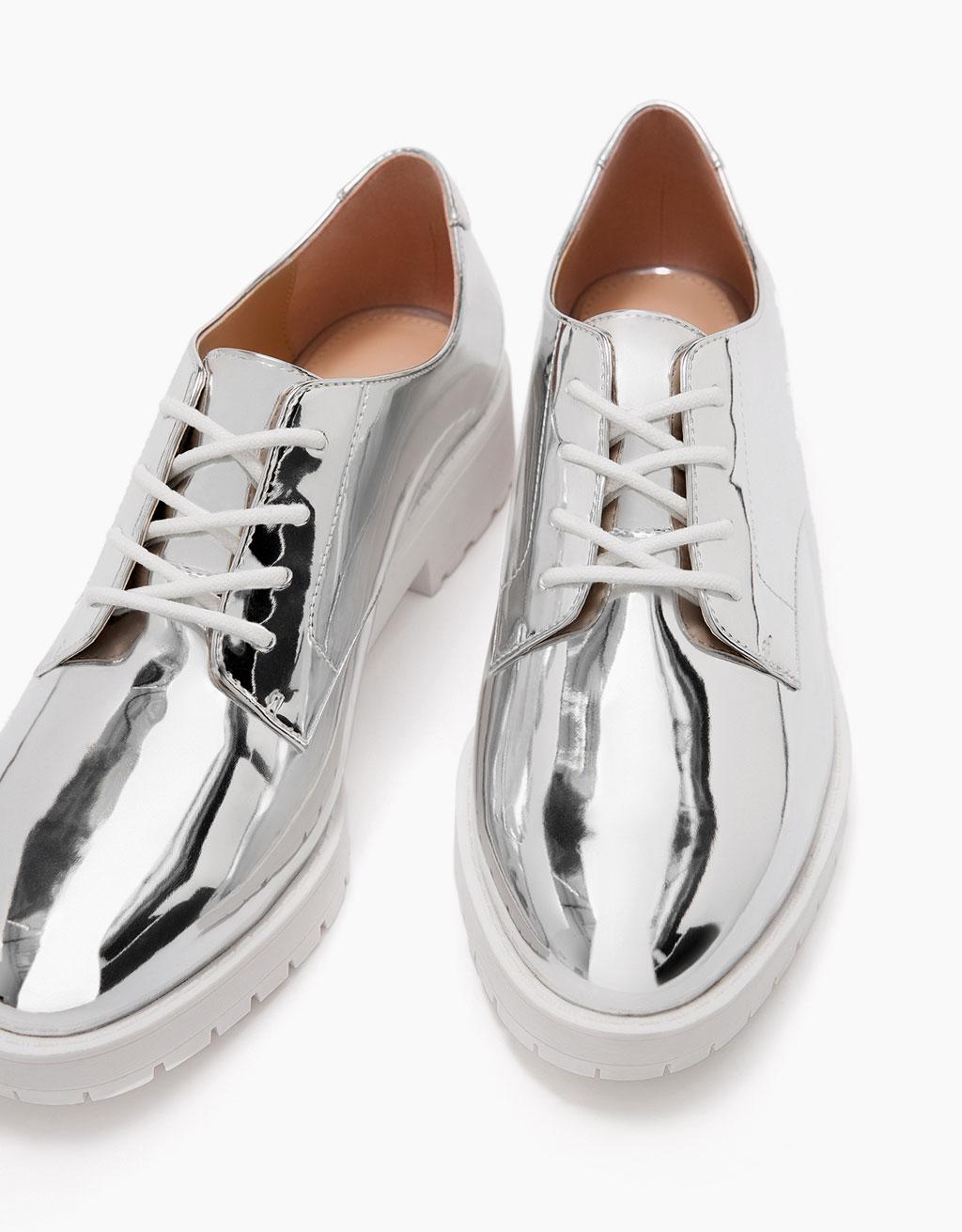 Flat metallic lace-up shoes