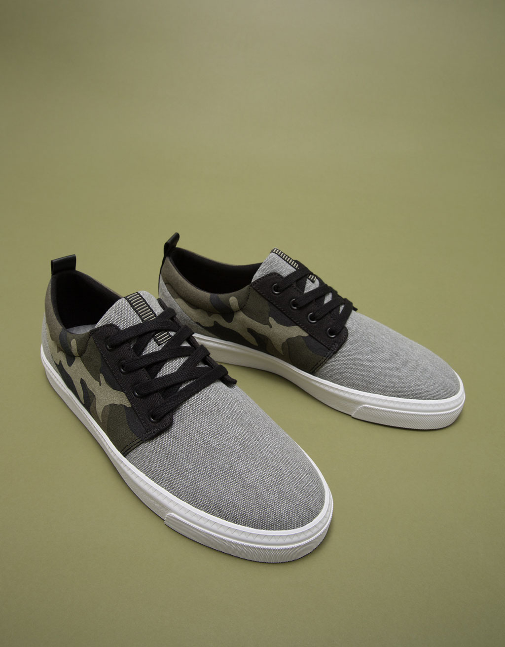 Men's contrasting camouflage lace-up sneakers