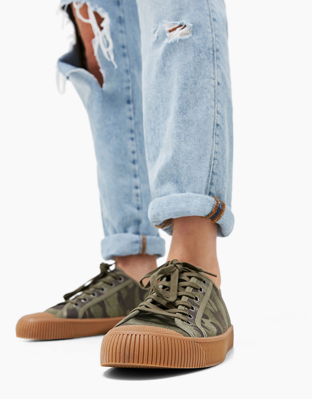 Men's camouflage print canvas sneakers with rubber toe