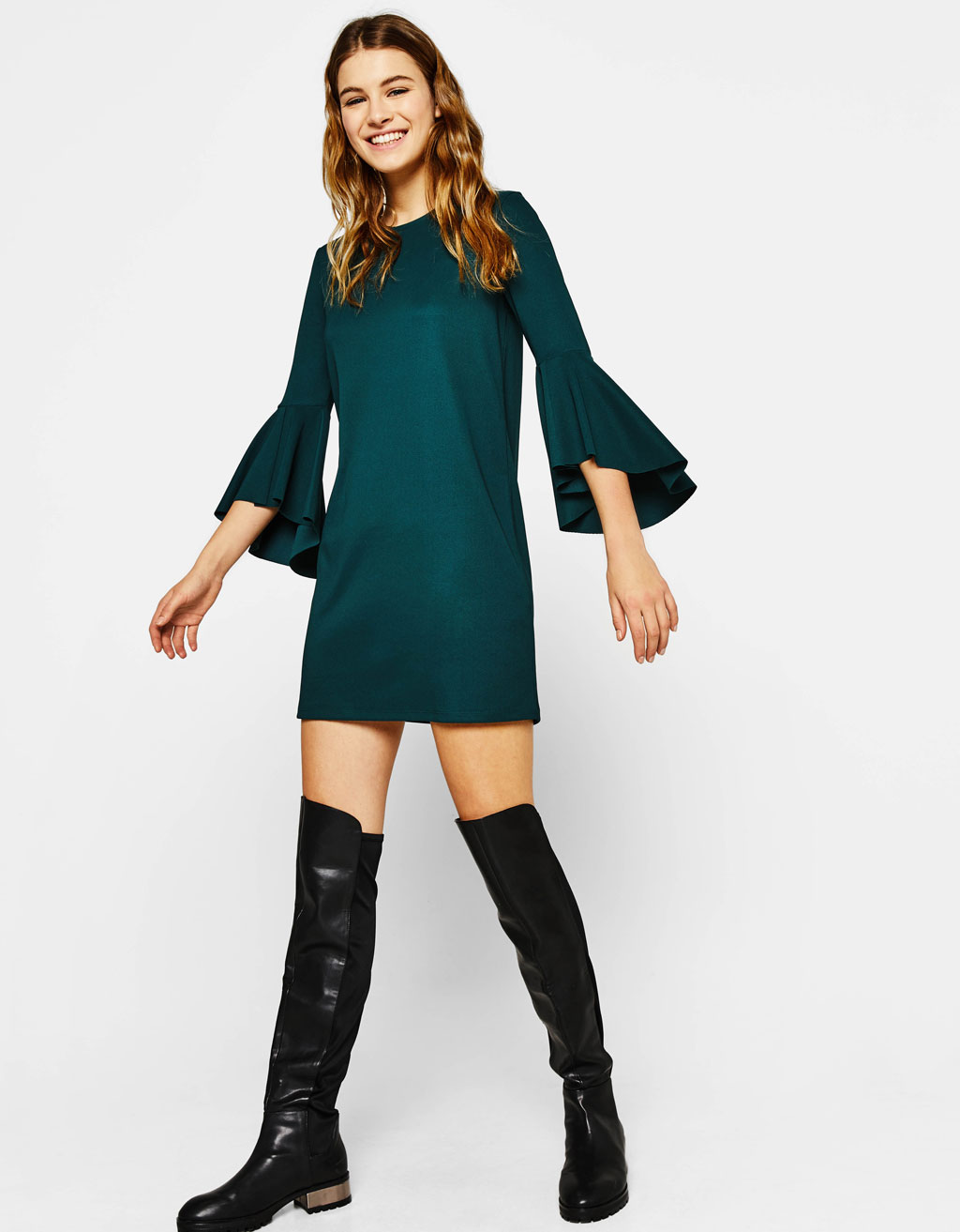 Short dress with ruffled sleeves