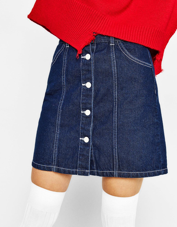ボタン付きデニムスカート