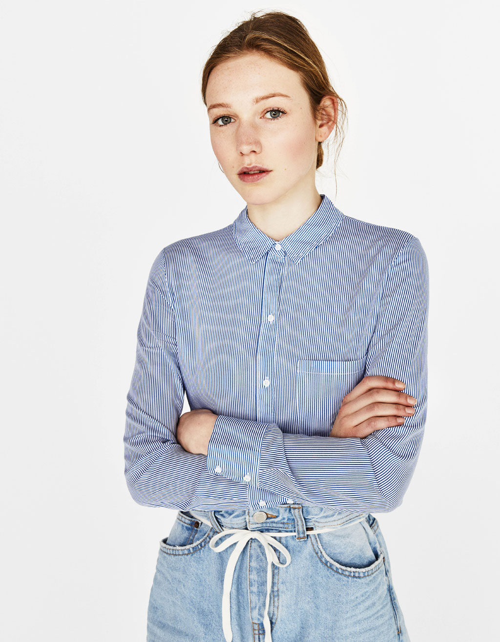 Cropped shirt with button-up back