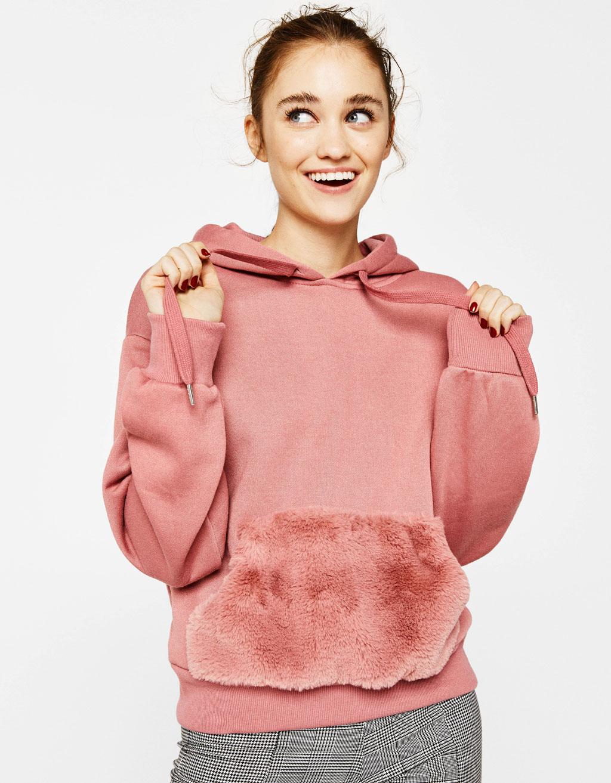 Džemperis su dirbtinio kailio kišene