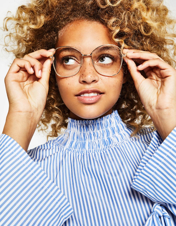 メタルフレーム付き透明レンズメガネ