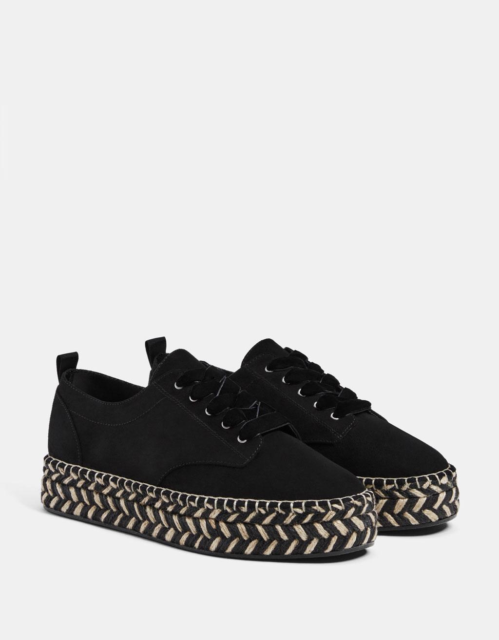 Sneakers with jute platform