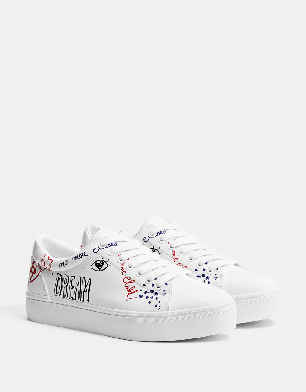 Sneakers with slogan print laces