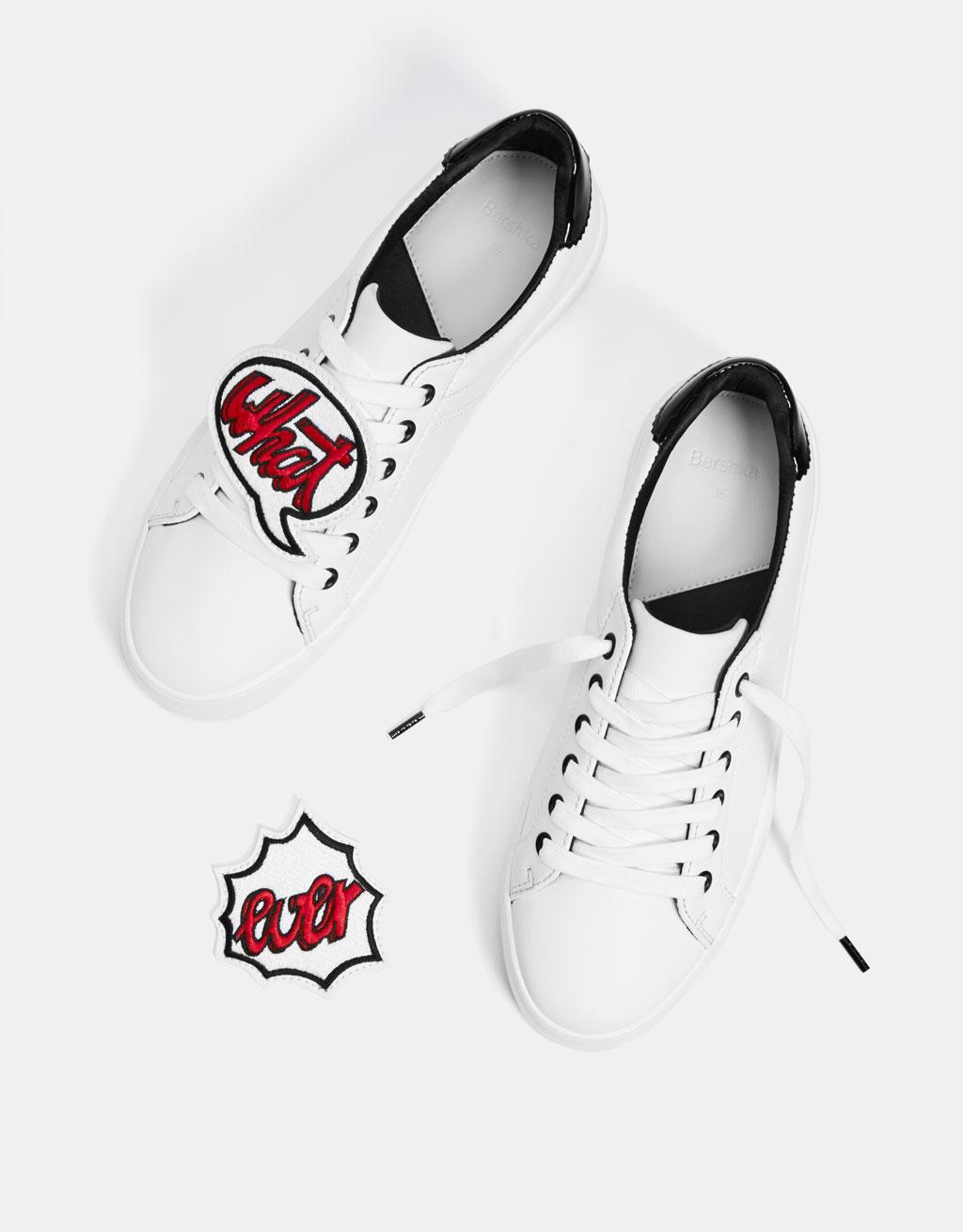 Buty sportowe z naszywkami