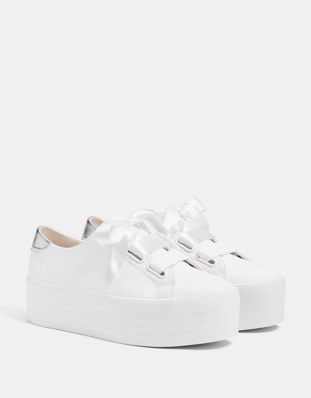 Platform sneakers with XL laces