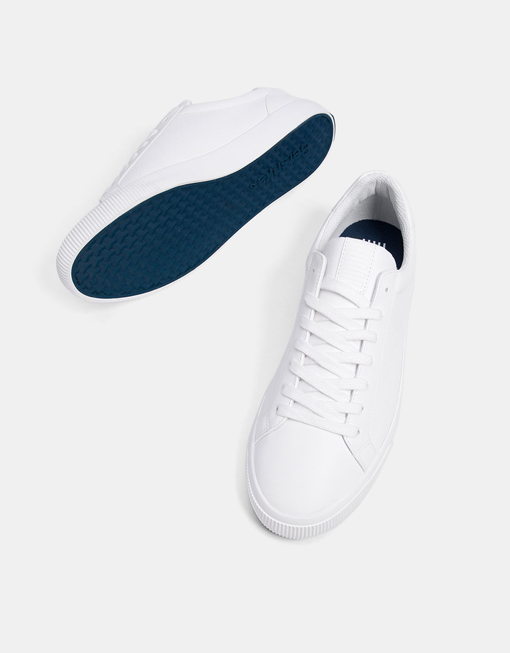 Men's basic sneakers with coloured soles