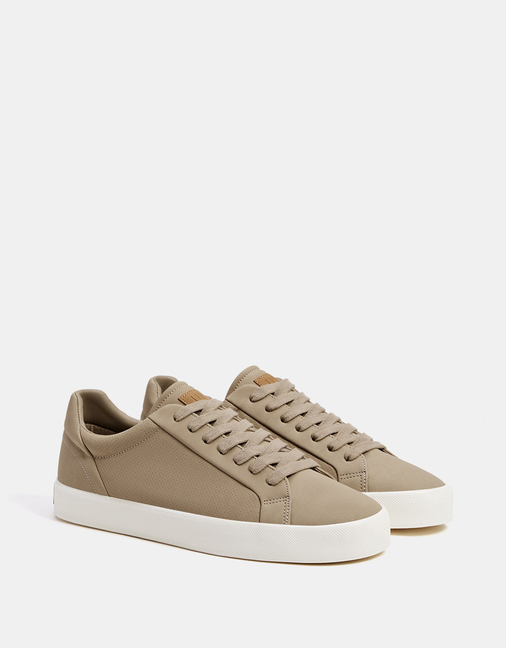 Men's lace-up sneakers with broguing