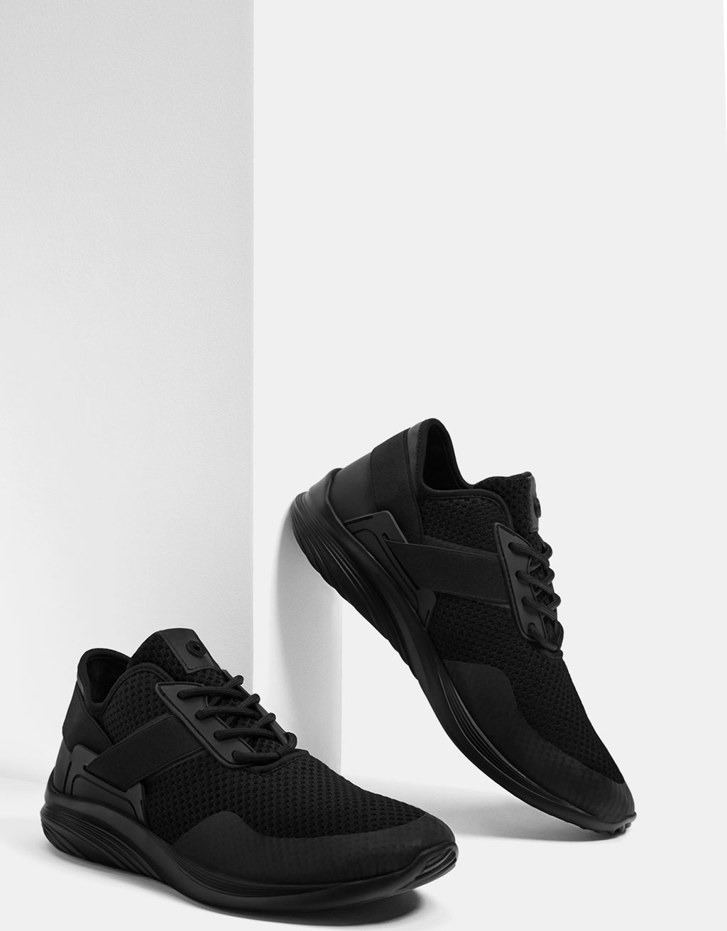 Technical stretch sneakers with mesh