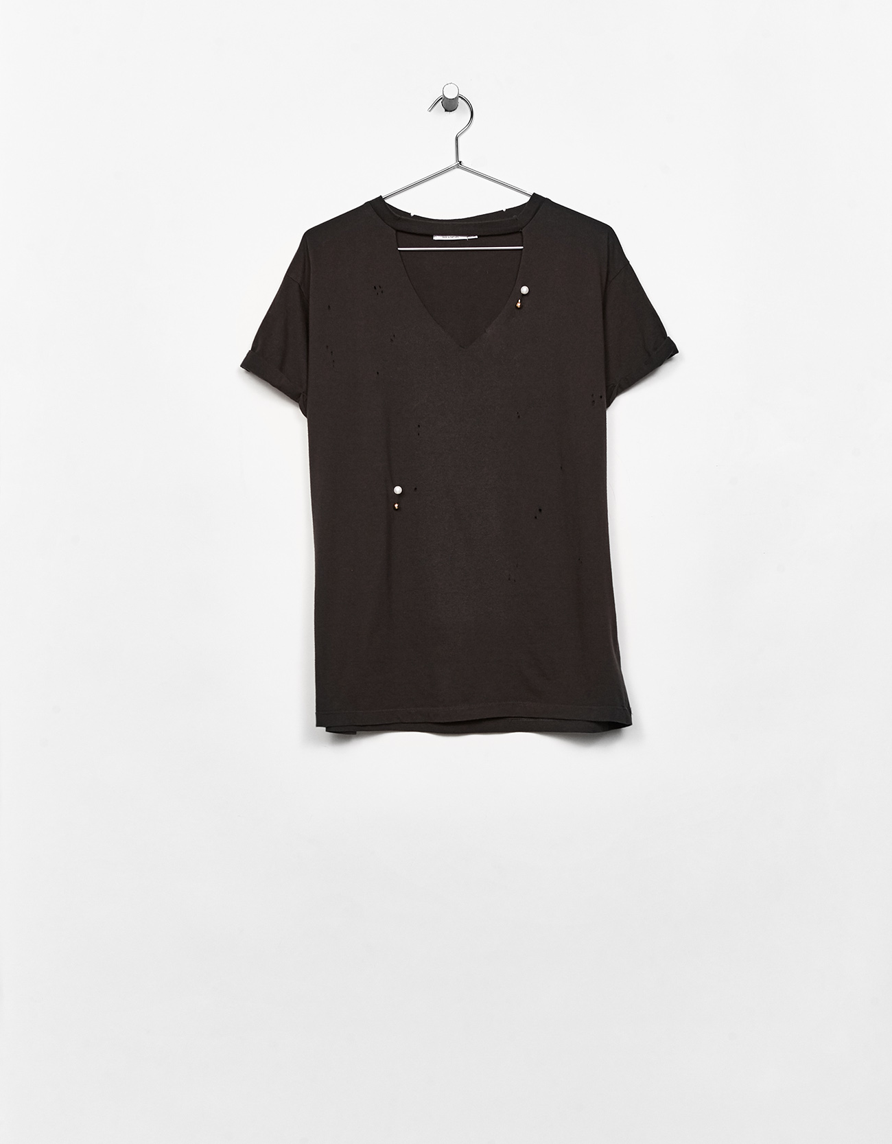 Black t shirt with white collar - Prevnext