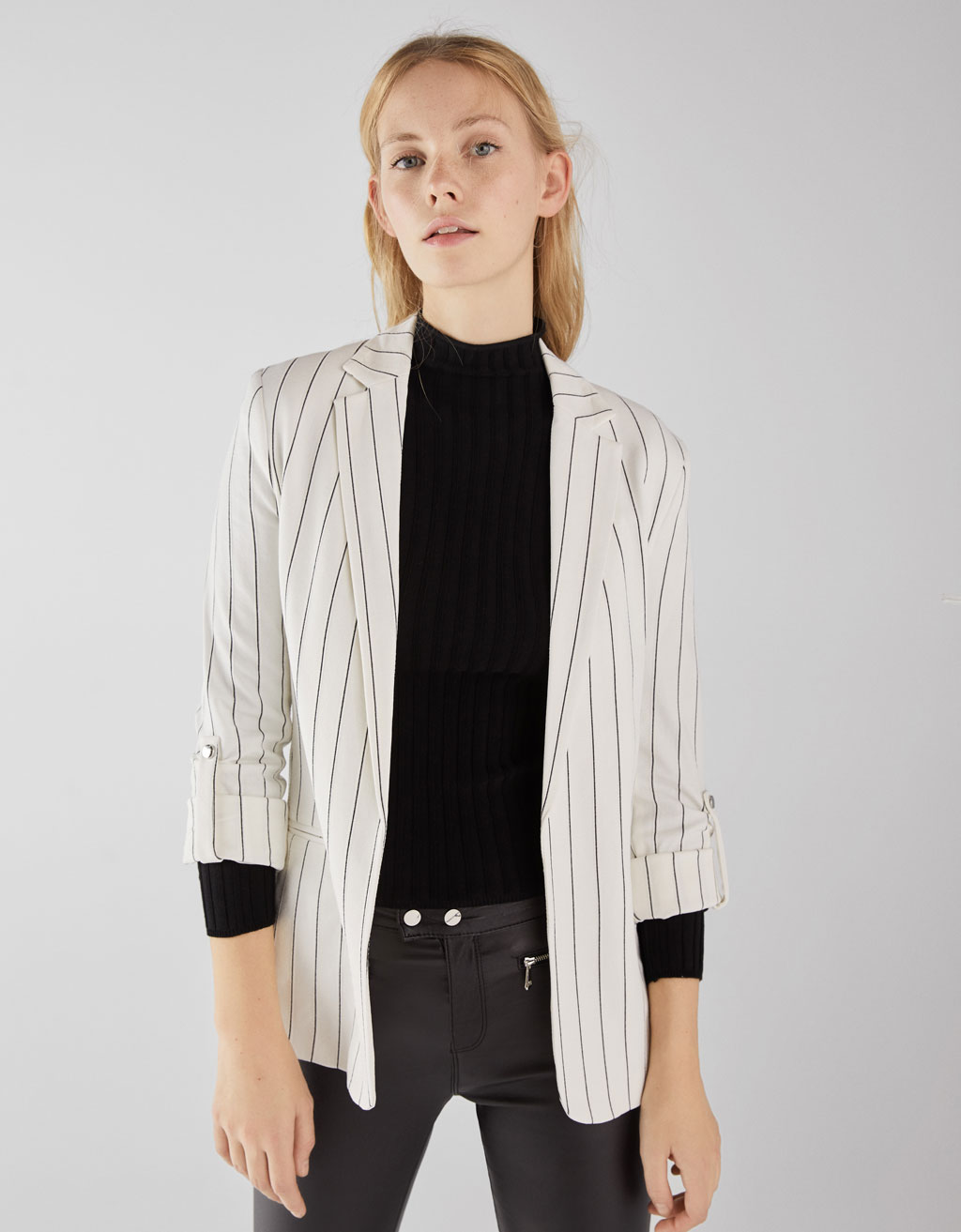 Flowing blazer with rolled up sleeves