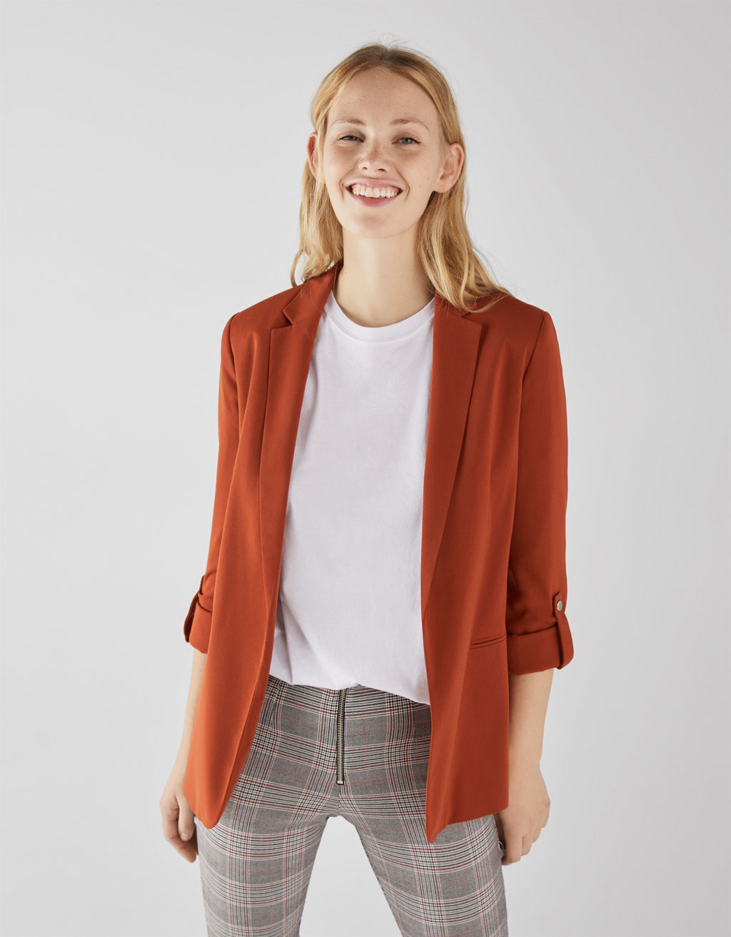 Flowing blazer with rolled-up sleeves