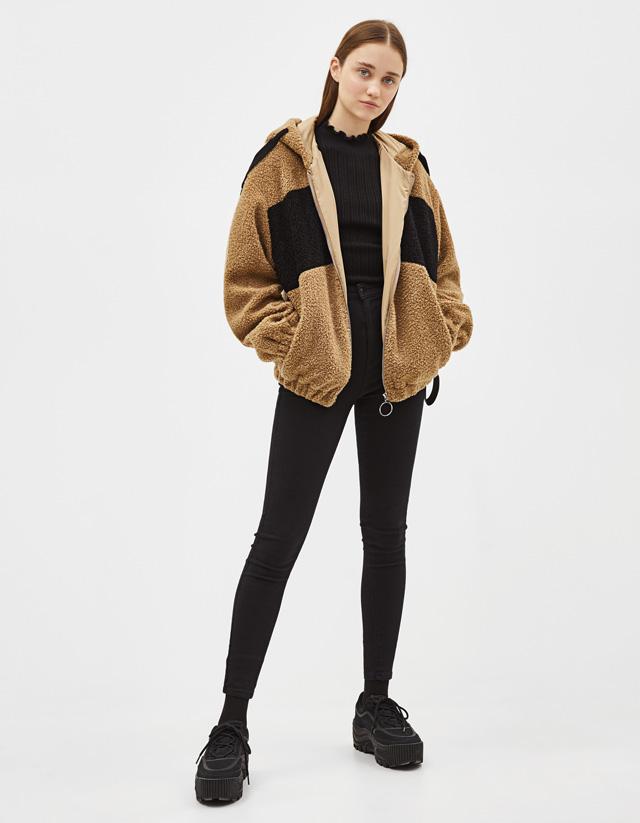 Jacke aus Lammfellimitat mit Kapuze