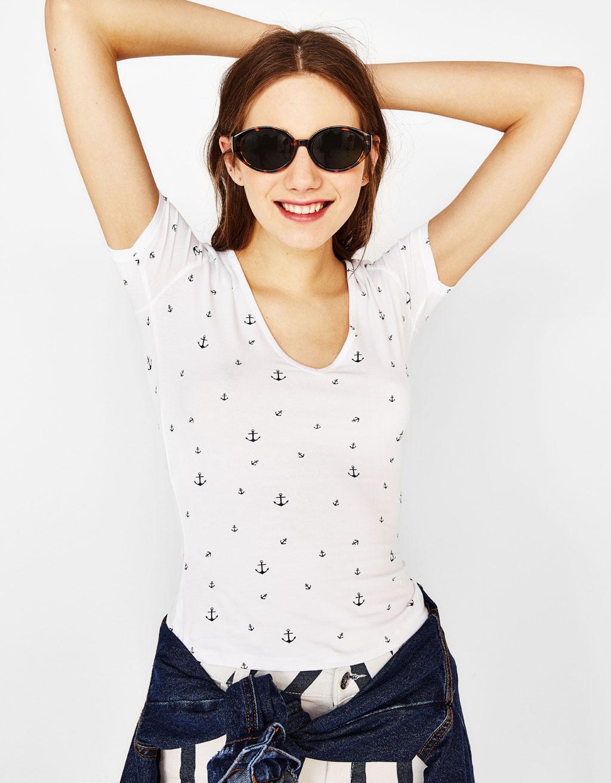 VネックストレッチTシャツ
