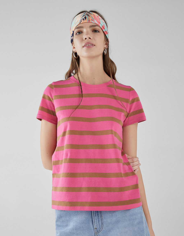 T-shirt com decote redondo
