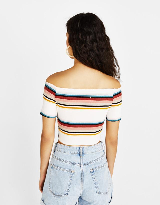 Shirt aus Rippenstrick mit Bardot-Ausschnitt und Knöpfen