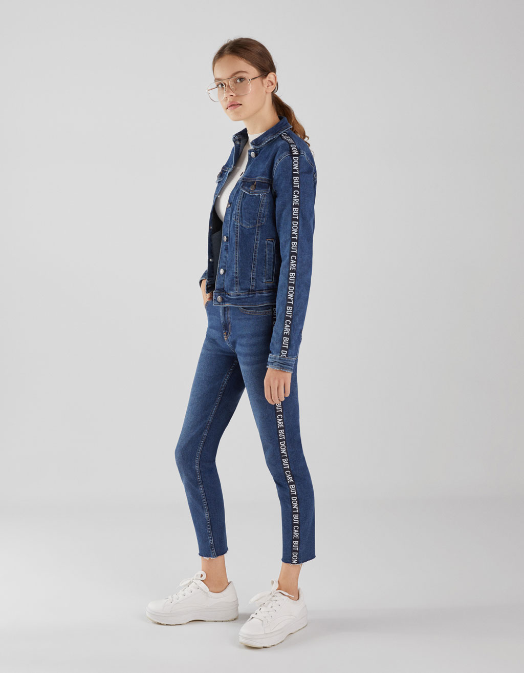 Mid waist skinny jeans with side taping